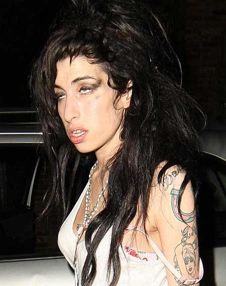 http://images.alice.it/sg/musicauni/upload/amy/amy_winehouse_4.jpg